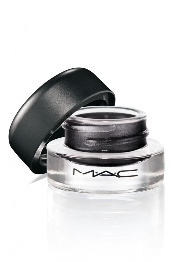 Delineador FluidLine Blacktrack de MAC Cosmetics