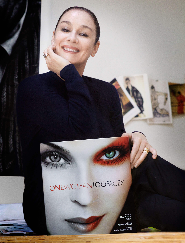 "Francesca Tolot: La gran artista detrás del libro ""one woman 100 faces"""