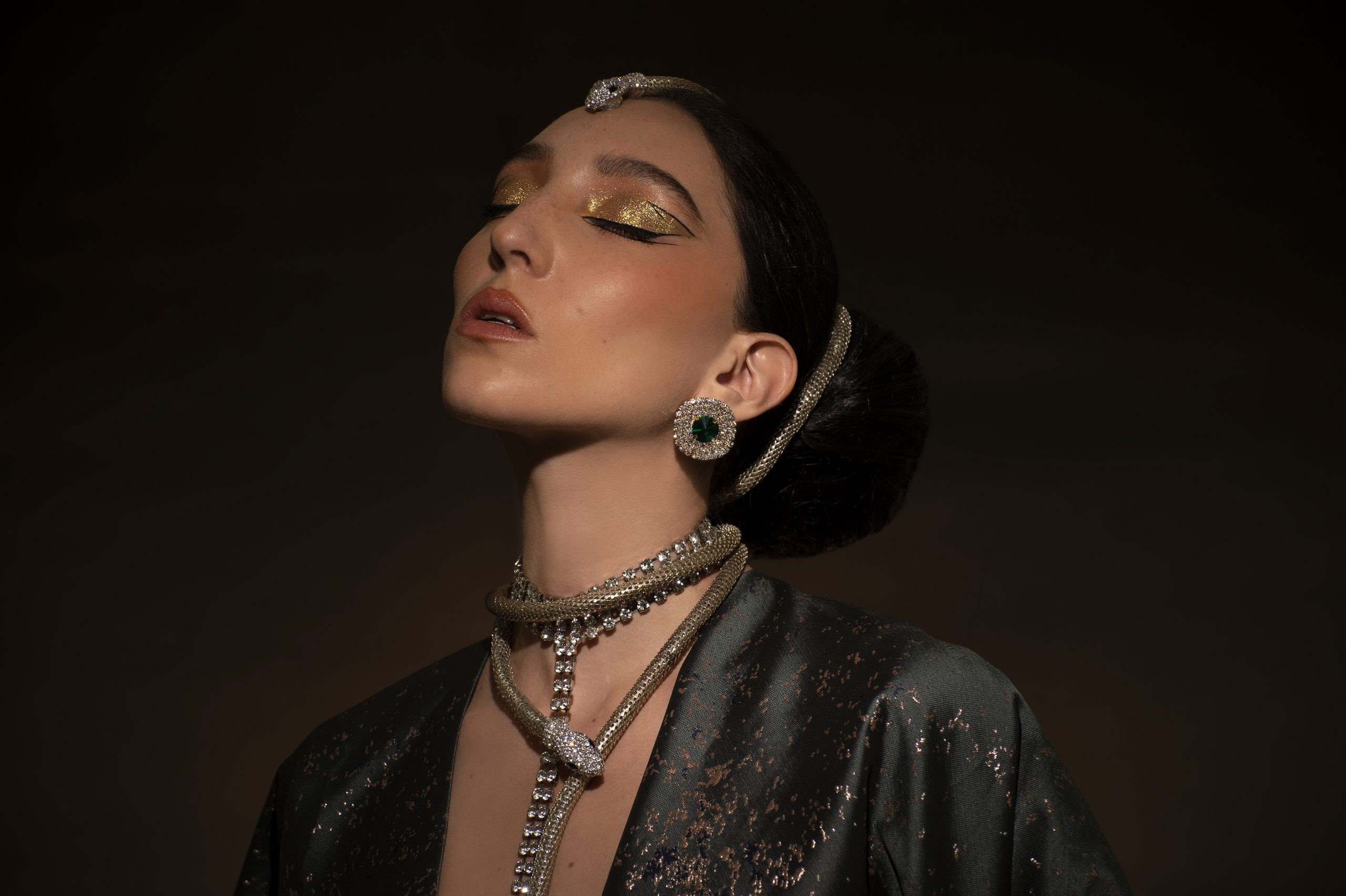 The artist community portada 53 makeup Ariel Peimbert